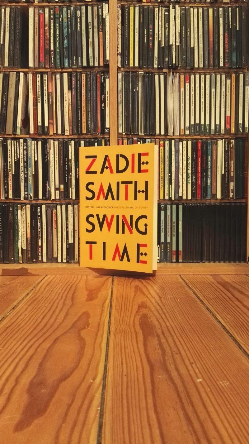 """Dieses Bild zeigt das Buchcover von """"Swing time"""" von Zadie Smith."""