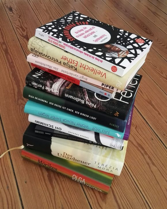 Dieses Bild zeigt einige Romane von ehemaligen Teilnehmern des Ingeborg Bachmannpreises.