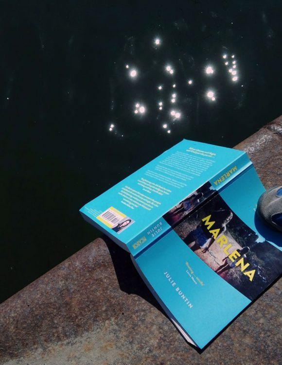 """Dieses Bild zeigt das Cover von Julie Buntins Roman """"Marlena""""."""
