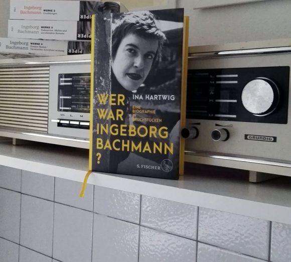 """Dieses Foto zeig das Cover von Ina Hartwigs Biografie """"Wer war Ingeborg Bachmann?""""."""
